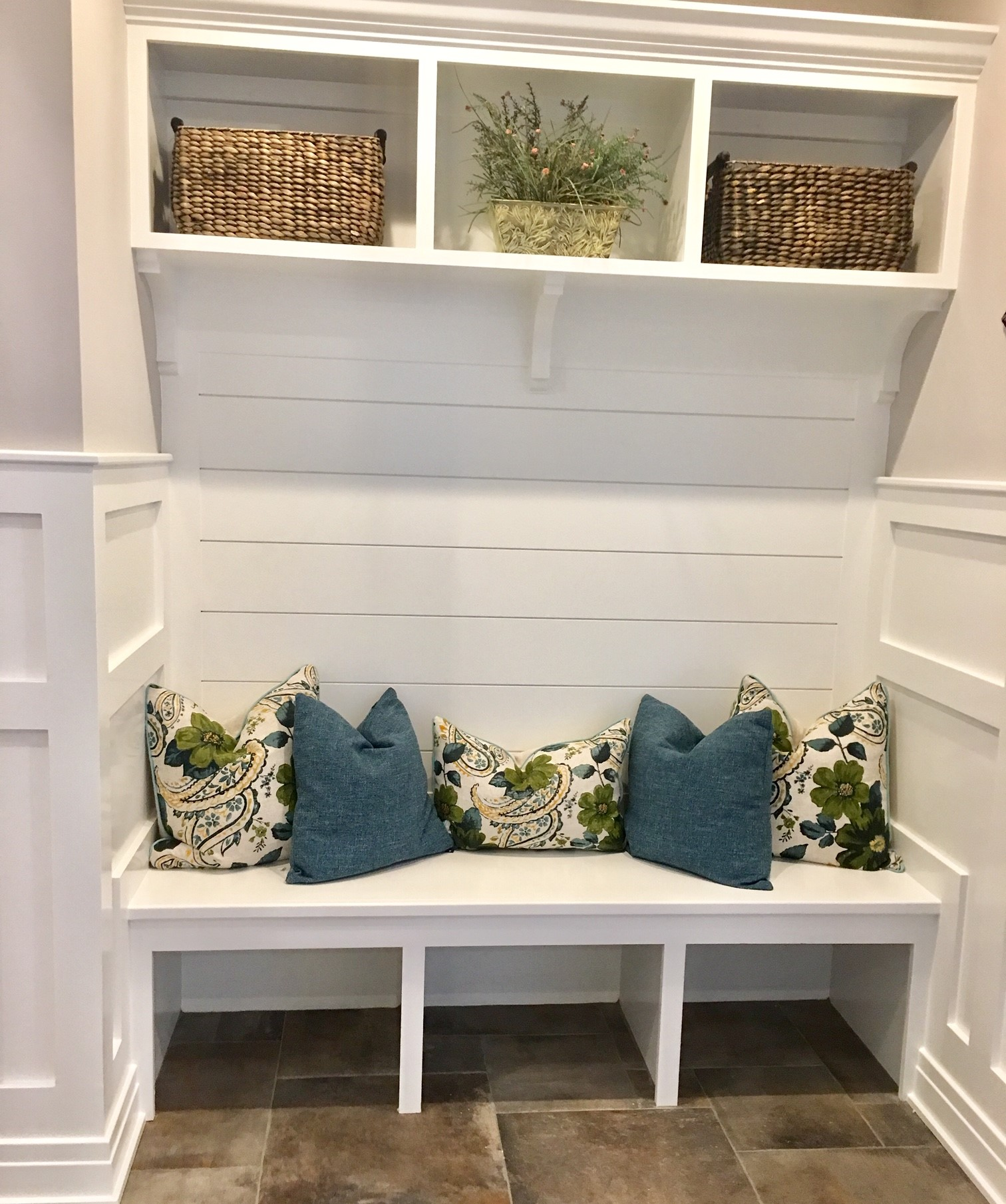 Decorated Entryway With Seating in St. Catharines